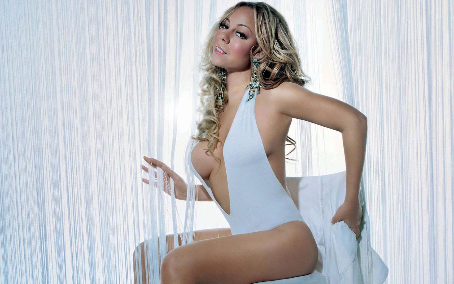 Mariah Carey queda semi desnuda tras