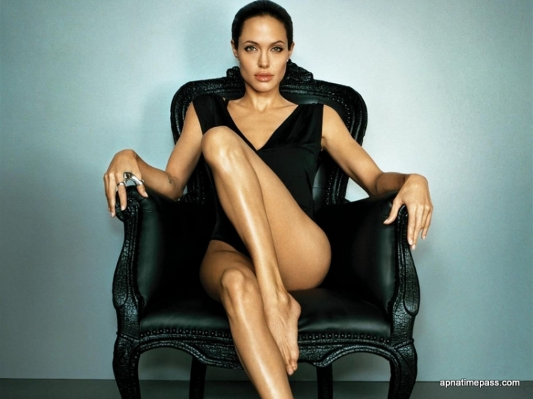 angelina-jolie-hot-and-sexy-photos-3