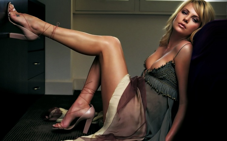 Charlize Theron Hot_1